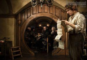 El joven Bilbo leyendo cierta carta...