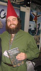 Hey! Lee sus libros, o Patrick Rothfuss te sodomizará vestido de Gnomo!!