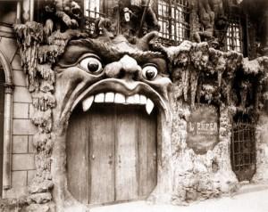 ¿A quién no le gustaría mastear en un local así? Toma Puerta Negra!!