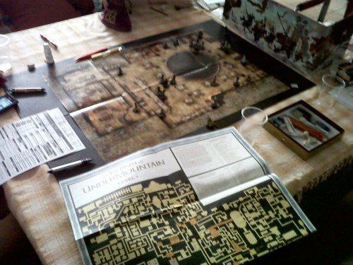 Mi mapa del primer nivel doblado por la mitad, y detrás el mapa del Portal Bostezante.