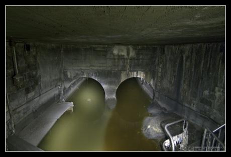 Túneles del metro abandonados y alcantarillas apestosas: Los Dungeons del futuro distópico.