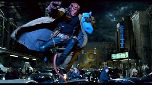 Ron Perlman como Hellboy en Hellboy II: El Ejército Dorado.
