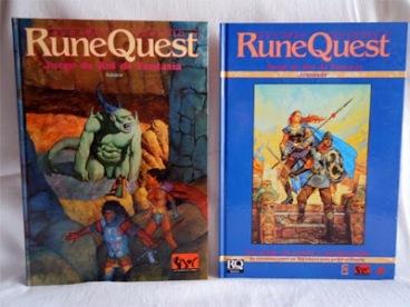 Mis primeros libros de RuneQuest.